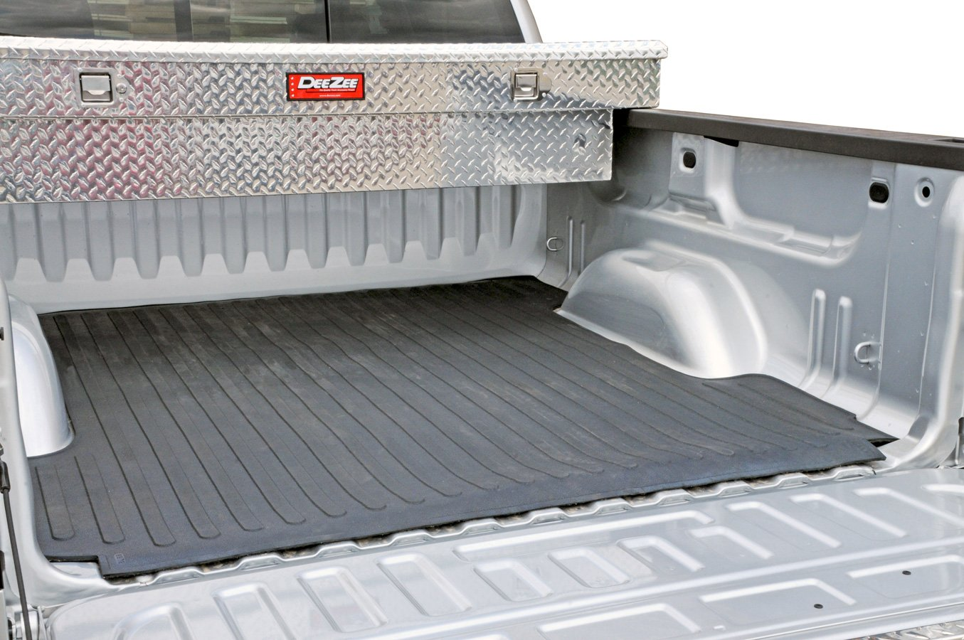 Dee Zee heavyweight Bed Mat preserves the truck cargo bed against heavy loads and cargo with sharp edges.
